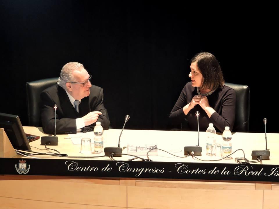 Paco Busto se refiere a la alcaldesa durante la presentación del libro.