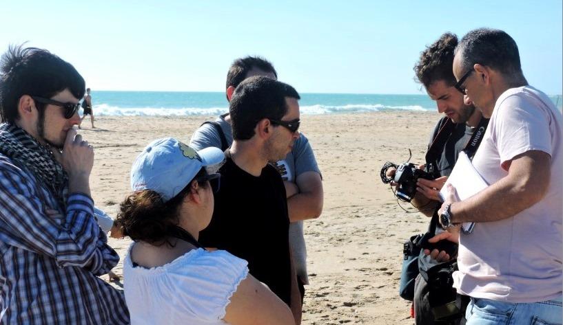 Parte del equipo de producción en la Playa de Camposoto.