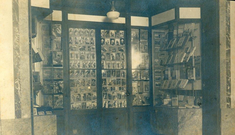 Escaparate de la Librería García Bozano en 1945. Cedida por Francisco de P. García Barroso.