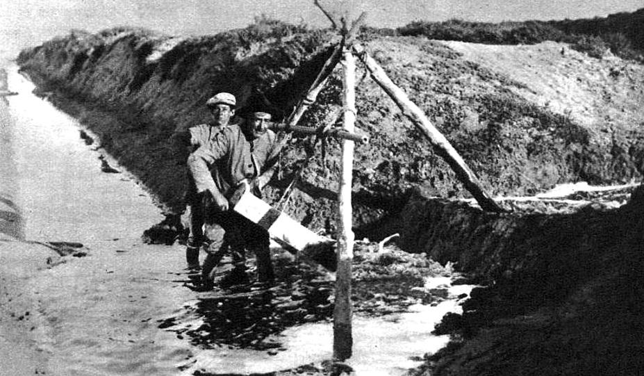 Los obreros gaditanos en los trabajos de conservación.