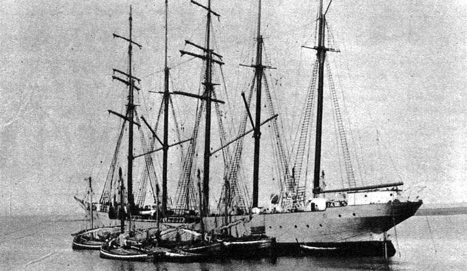 Un velero, hermoso tipo de romance antiguo, que recibe la sal para llevarla al Río de la Plata.