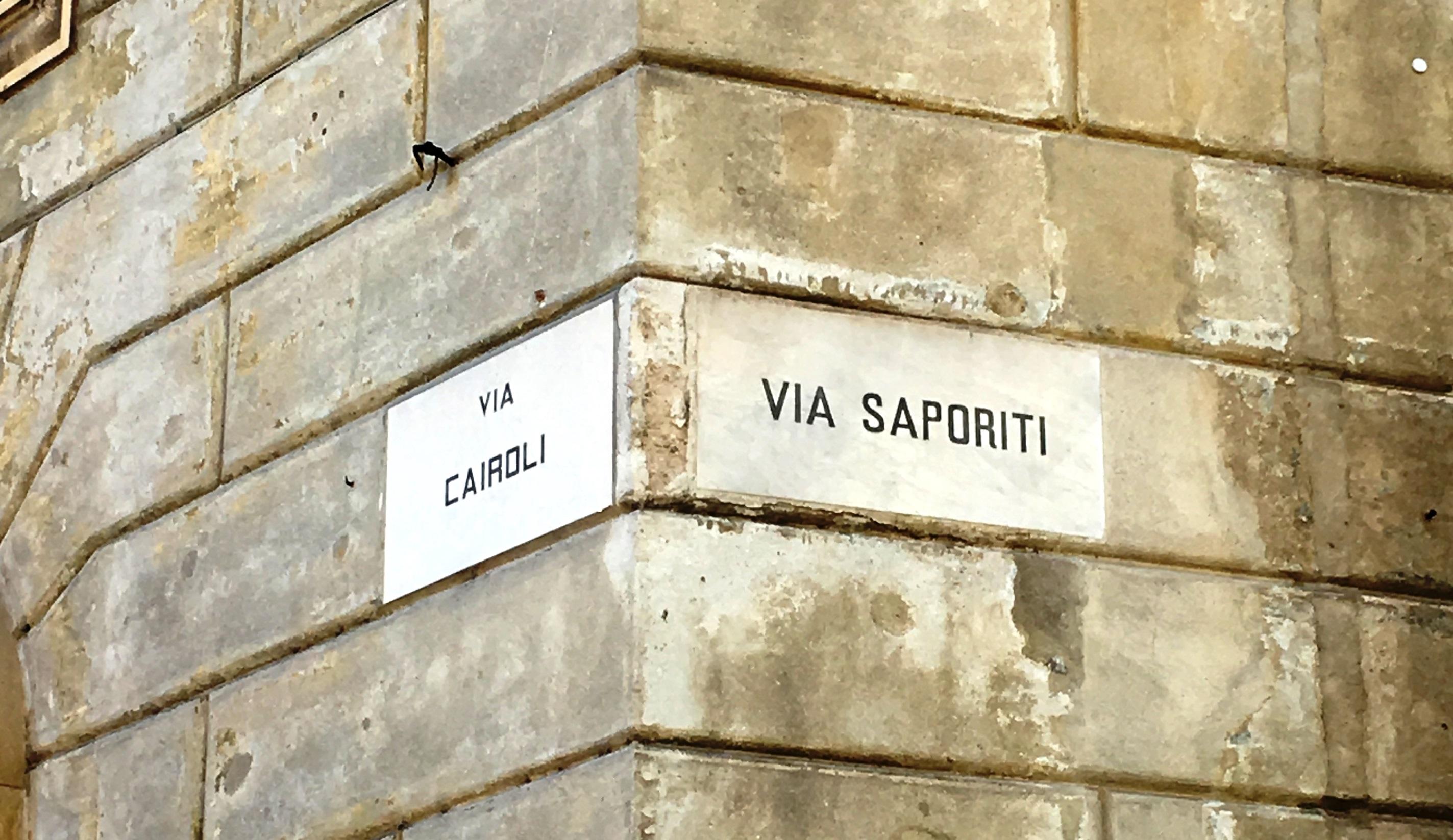 Rótulo de la 'Via Saporiti' en la ciudad italiana de Vigevano.