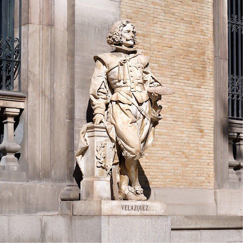 Estatua de Velázquez a las puertas del Museo Arqueológico Nacional