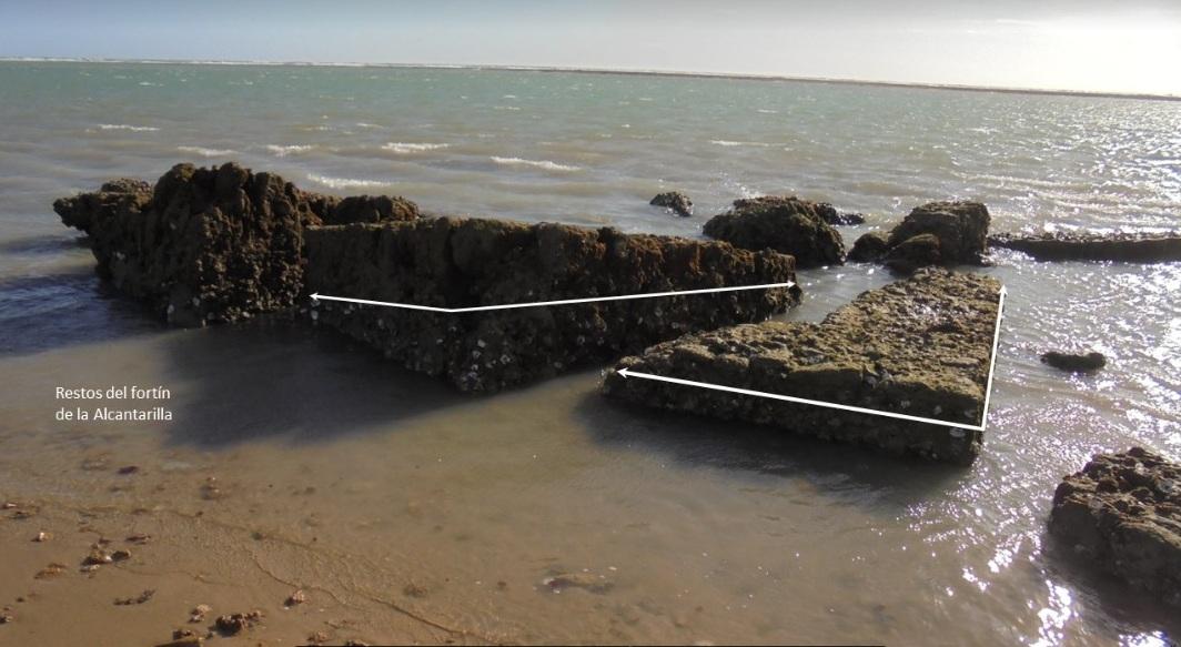 Figura 6. Restos del Fuerte de la Alcantarilla sobre los fangos de la Albufera. Los ángulos muestran claramente las esquinas de esta estructura rectangular.