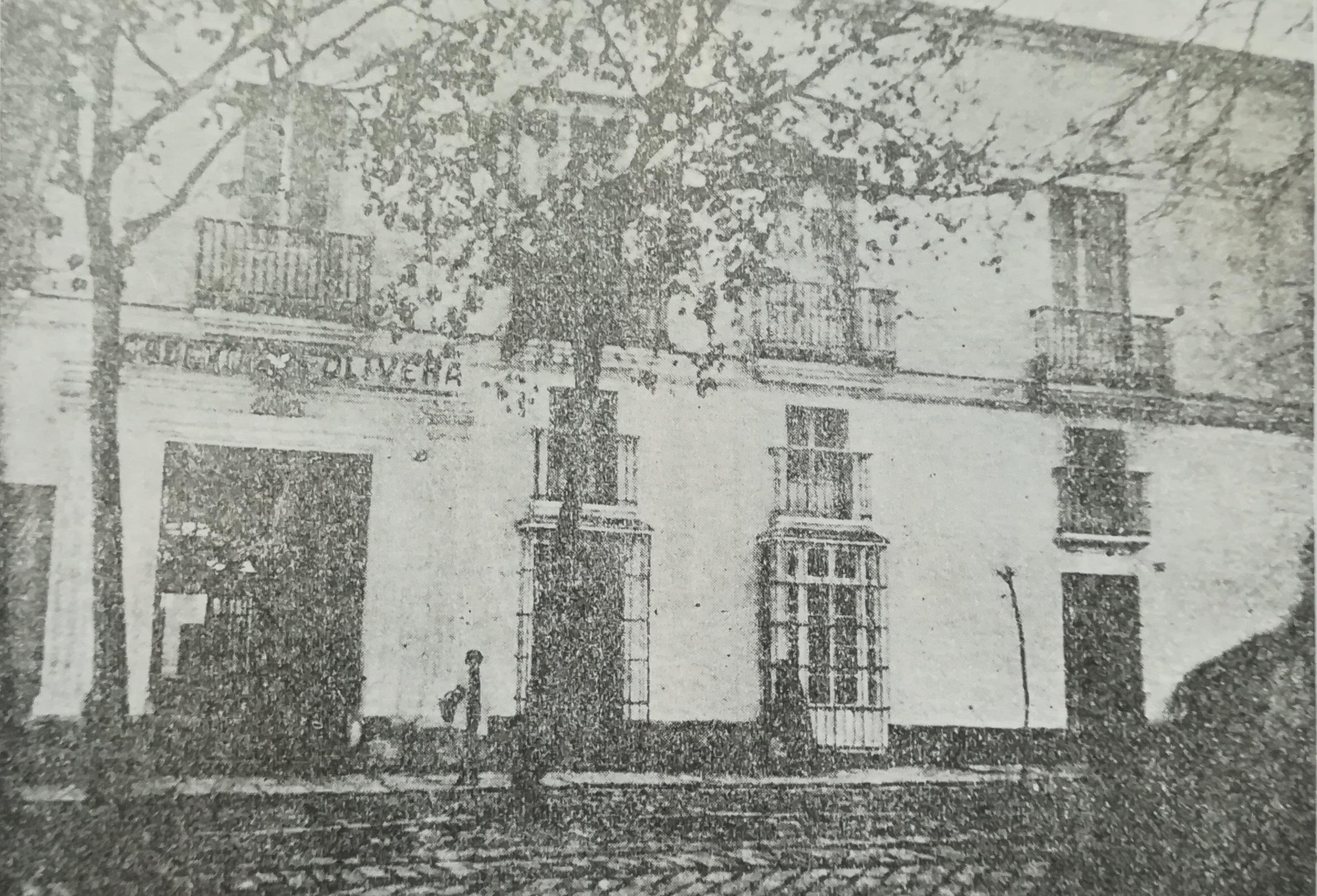 La Casa del Turco en los años veinte con el rótulo de la Academia Olivera.