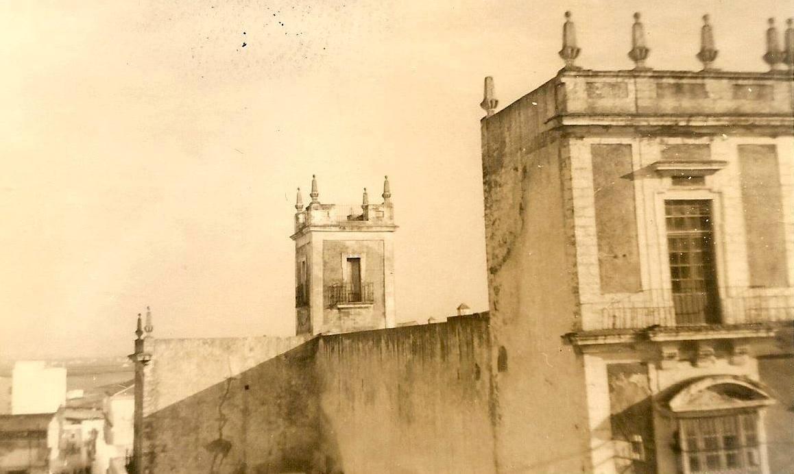 La torre y parte de la fachada de Zimbrelo a mediados del siglo XX.