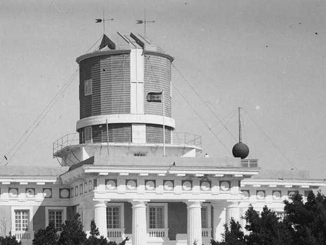 La bola de señales horarias a mediados del siglo XX.
