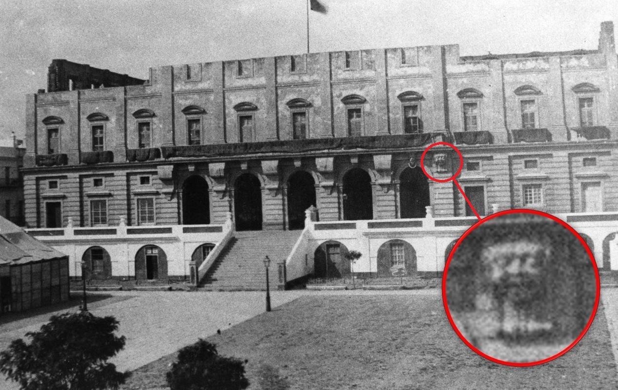 El Ayuntamiento inconcluso con las ménsulas anteriores a las labradas por Augusto Franzi. Archivo Quijano.