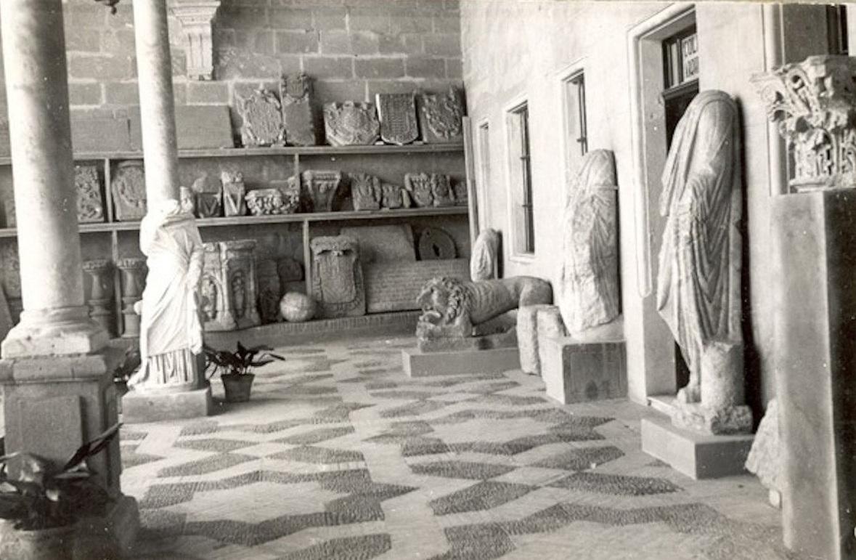 Algunos de los restos arqueológicos encontrados en Asta Regia (Museo Arqueológico de Jerez a mediados del siglo XX).