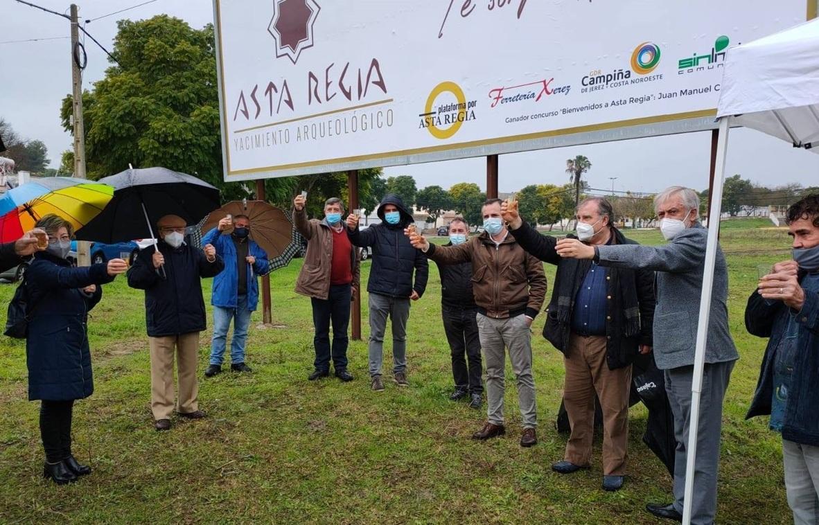 "Acto de presentación e inauguración del cartel ""Bienvenidos a Asta Regia"" (Mesas de Asta, diciembre 2020)."